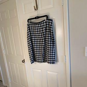 Talbots black/white houndstooth fuzzy skirt